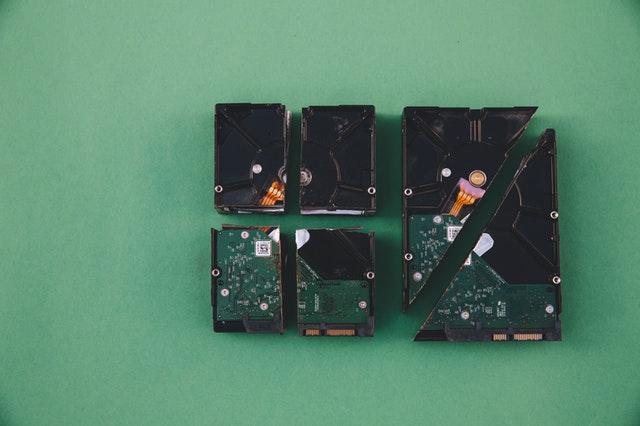 Lee más sobre el artículo HDD vs SSD vs M2: Diferencias, ventajas y cuál elegir en 2021